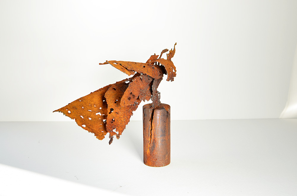 modern art | rusted steel sculpture